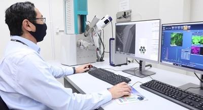 En moderno laboratorio se realizan estudios y ensayos sobre seguridad de la presa y otras obras de ITAIPU