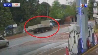 Mujer muere tras ser arrollada por un camión en Itauguá