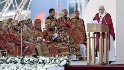 En su última misa en el país, Francisco pidió cristianos abiertos al diálogo y la solidaridad