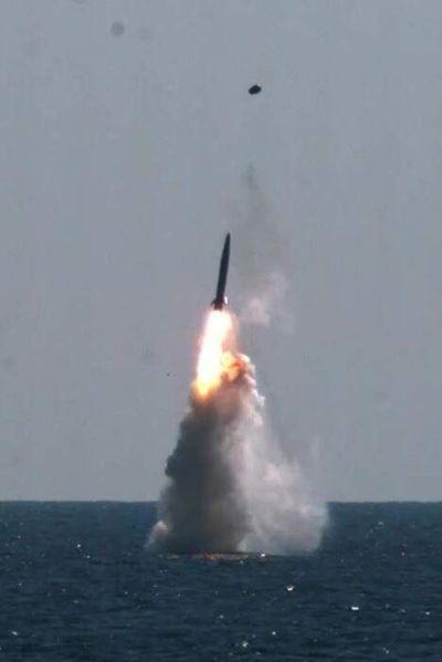 Pionyang dispara dos misiles y Seúl responde lanzando otro desde un submarino