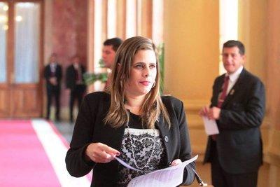Denuncias de Arévalo y el director de Aduanas es una pelea de fariseos, dice diputada