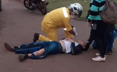 Transeúnte es arrollado por un motociclista al cruzar la Ruta PY 02