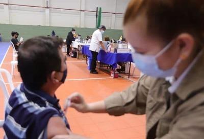 Hasta hoy será aplicación de primera dosis y desde mañana se vacunará con la segunda