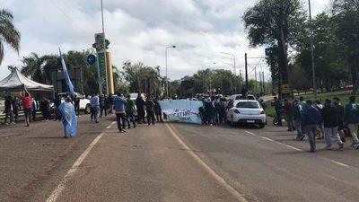 Exigen la reapertura del puente Tancredo Neves en Puerto Iguazú