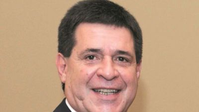 Mujer afirma que Horacio Cartes es el papá de su hija
