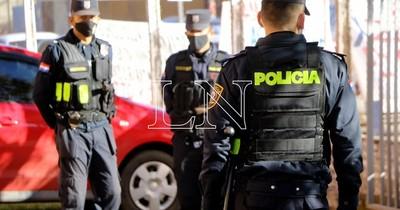 La Nación / Denuncian que policías brindan custodia privada a cambio de dinero