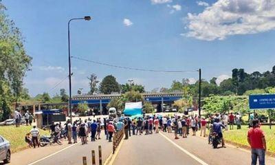 Argentinos se manifiestan y exigen reapertura de frontera con Foz