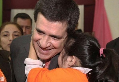 Mujer asegura que Horacio Cartes es el padre de su hija