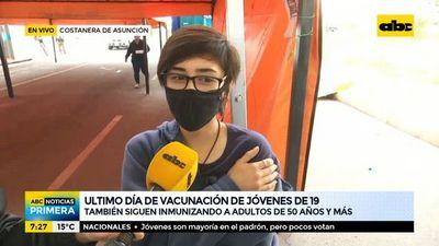 A las 17:00 culmina la vacunación para jóvenes de 19 años y mayores de 50