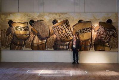 Mural de 'Koki' Ruiz es instalado en pabellón paraguayo de la Expo Universal de Dubái