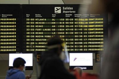 Perú mantiene suspendidos los vuelos procedentes de Sudáfrica