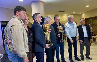 Campeones del 79, 90 y 2002 con Olimpia rinden homenaje a ODD