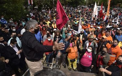 Grosera campaña pro Nenecho con amague de aumento en los salarios en la Municipalidad de Asunción