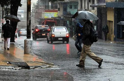 Pronostican jueves lluvioso y con tormentas