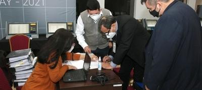 Finalizó chequeo final de pantalla a máquinas de votación con apoyo de apoderados