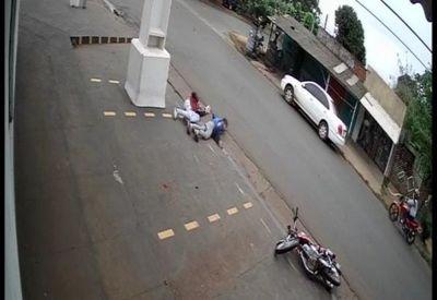 VIDEO: Choque de motocicletas dejó un fallecido y dos heridos en el barrio San Gerardo
