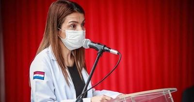 La Nación / Médicos reclaman que reducción de carga horaria sea para todos los profesionales