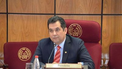 Arévalo presenta denuncia contra director de Aduanas en Fiscalía