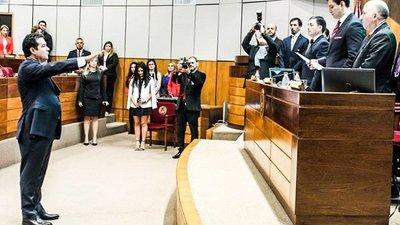 Senador colorado presenta denuncia penal contra director de Aduanas
