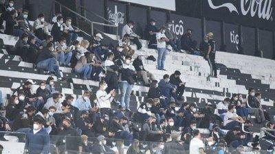 Olimpia exhorta a sus hinchas a rechazar actos de racismo