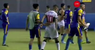 El hermoso gesto de Derlis González con un jugador de Cristóbal Colón