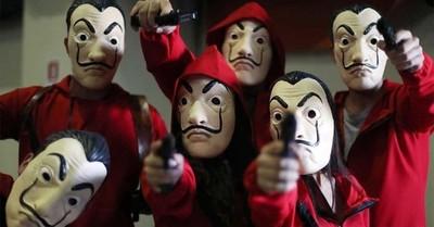 """El juego de dos niños disfrazados de """"La Casa de Papel"""" que sembró el pánico en Italia"""