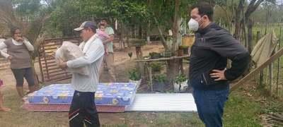 Gobernación del Guairá asistió a una familia cuya casa fue destruida por un incendio