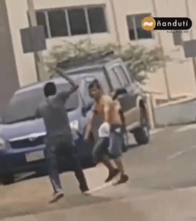 """Jóvenes se pelean a machetazos en Barrio San Francisco: """"Los policías tienen miedo"""", dice pobladora"""