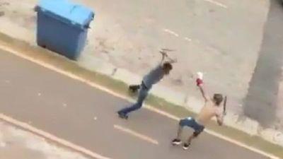 Jóvenes se pelean con machete y nunchaku en Zeballos Cué