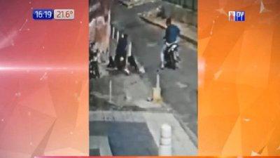 Brutal ataque de motochorros a una joven