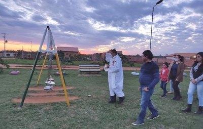 Crónica / Dan misa en una plaza para la ¡niña fantasma!