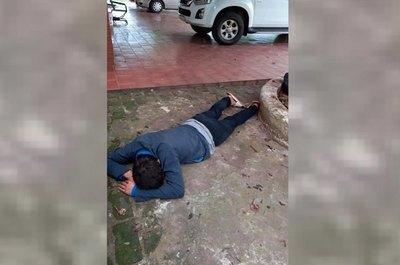Crónica / SE REGALÓ CON MOÑO. Entró a robar ¡a la casa de director de la Poli!