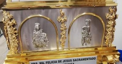 La Nación / Con música y misa, católicos esperarán reliquias de la beata