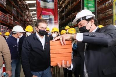 Castiglioni recorrió por fábricas e industrias de Alto Paraná