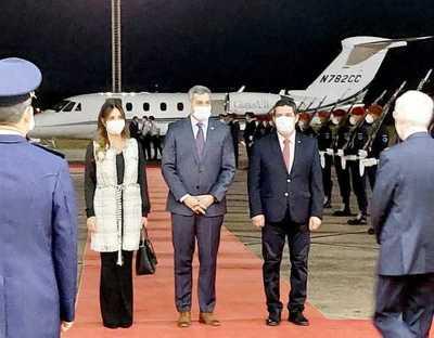 Mario Abdo viaja a México para participar de una cumbre