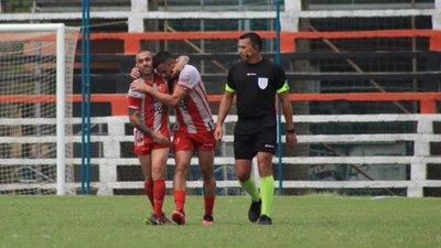 El colombiano Marín hizo un gol olímpico en la Primera C