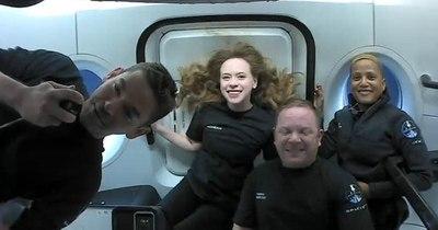 La Nación / Turistas espaciales de SpaceX hablaron con Tom Cruise