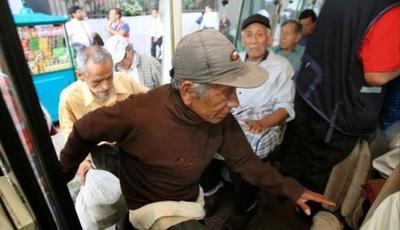 Proponen subsidio para adultos mayores en transporte público
