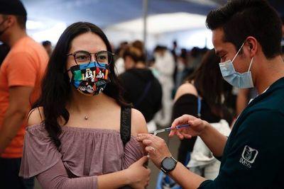 OMS, FMI y Banco Mundial piden a farmacéuticas mejorar acceso a vacunas COVID