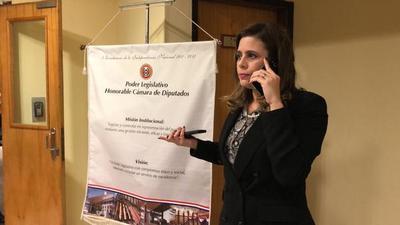Kattya González «le ordena» a Patrick Kemper expulsar a controvertido candidato de Villa Elisa