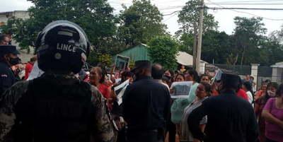 Manifestantes quisieron linchar al Diputado Hugo Ibarra en Caaguazú