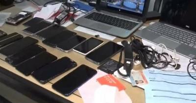 La Nación / Con las manos en las evidencias: detienen a tortoleros con tres notebooks y catorce celulares