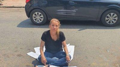 Médica denuncia que fue apartada de su cargo por represalias