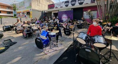 Primavera a puro rock en la Plaza de la Democracia