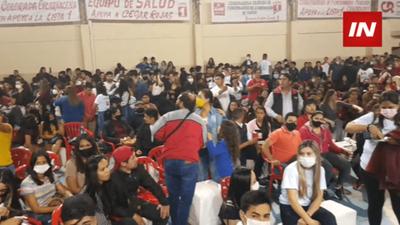 COLORIDA NOCHE DE FESTEJO DE LA JUVENTUD