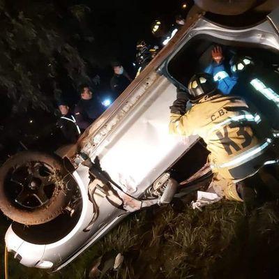 Alta velocidad: jóvenes mueren en accidente en Villarrica