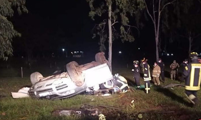Dos personas fallecen tras vuelco de vehículo en Villarrica