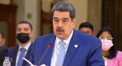 Maduro molesto ante críticas de los presidentes de Paraguay y Uruguay, los reta a un debate