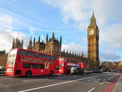Reino Unido simplifica sus restricciones para impulsar viajes internacionales