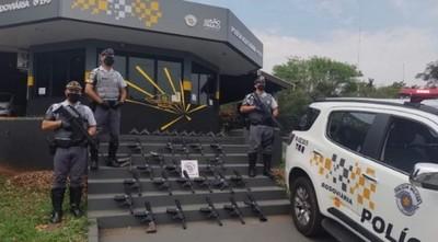 Detienen en Brasil a un paraguayo con 25 fusiles de asalto y 10 pistolas
